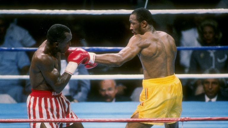 Many felt Hearns (R) had done enough to avenge his previous loss to 'Sugar'