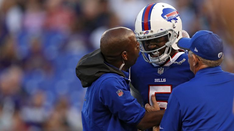 Bills QB Tyrod Taylor leaves game with concussion