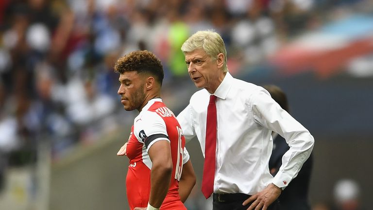 Arsene Wenger, Manager of Arsenal speaks to Alex Oxlade-Chamberlain of Arsenal during The Emirates FA Cup Final