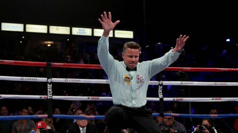 Srisaket Sor Rungvisai knocks out Roman Gonzalez in title rematch