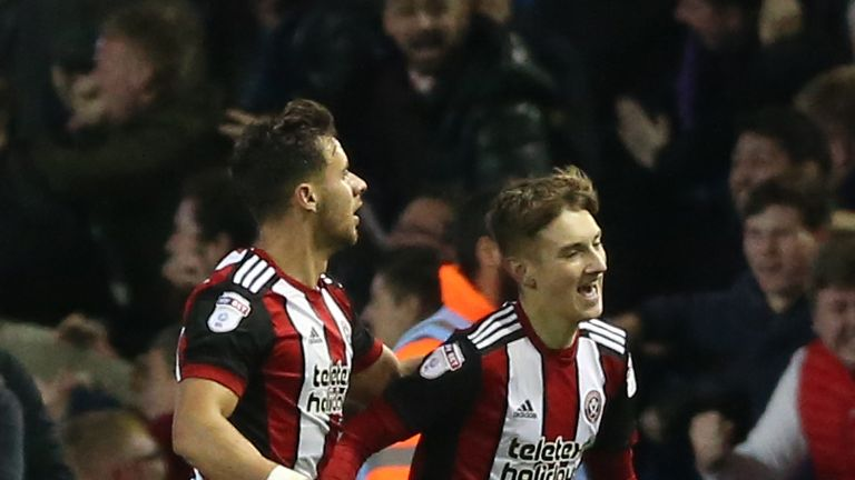 Clarke scores four as Sheffield United win to go second