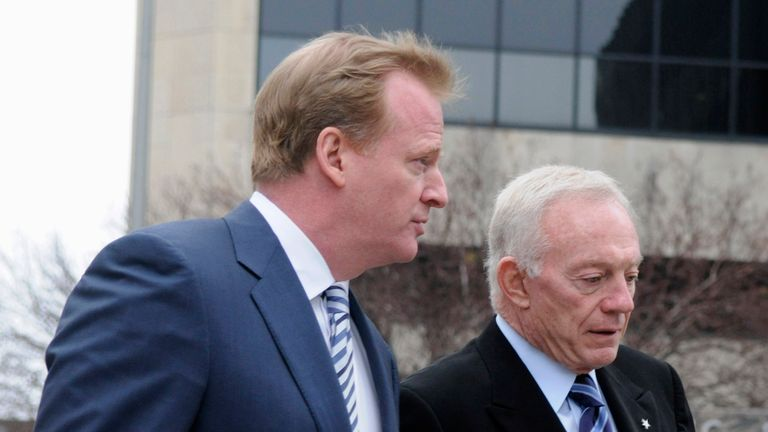 NFL commissioner Roger Goodell (L) and Dallas Cowboys owner Jerry Jones clashed repeatedly last season