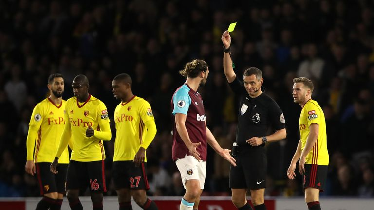 Skysports-west-ham-watford-referee-andre-marriner-yellow-card-andy-carroll_4160642