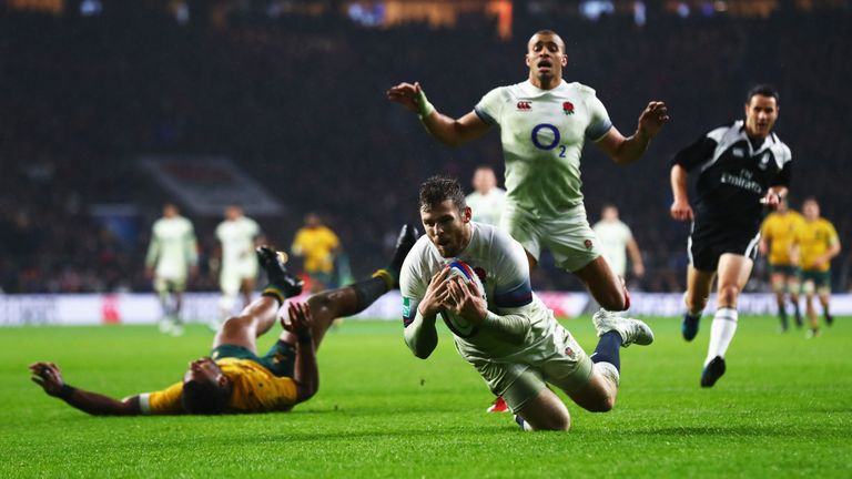LONDON, ENGLAND - NOVEMBER 18:  Elliot Daly of England scores his teams first try during the Old Mutual Wealth Series match between England and Australia a