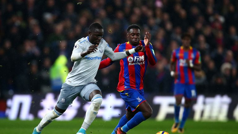Oumar Niasse of Everton and Jeffrey Schlupp of Crystal Palace compete for the ball during the Premier League match