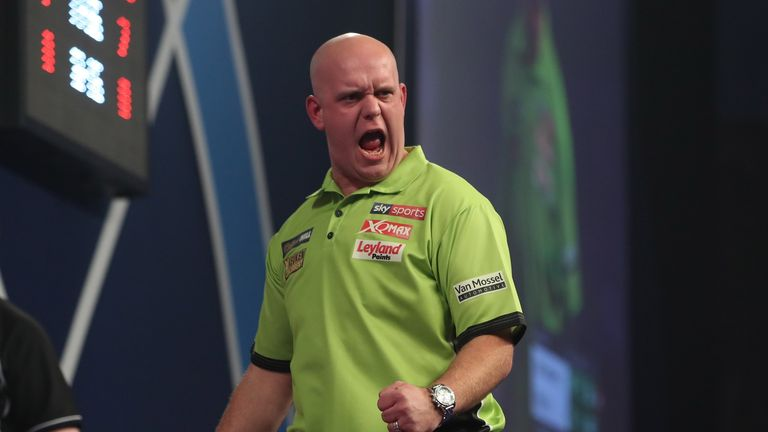 Cross wins first set against Van Gerwen