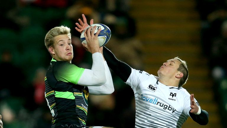 Saints' Harry Malinder and Ospreys' Hanno Dirksen compete for the ball