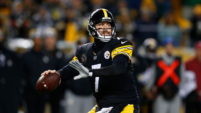 PITTSBURGH, PA - DECEMBER 10: Ben Roethlisberger #7 of the Pittsburgh Steelers drops back to pass in the first quarter during the game against the Baltimor