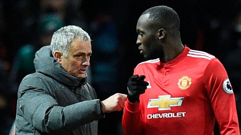 Jose Mourinho talks with striker Romelu Lukaku