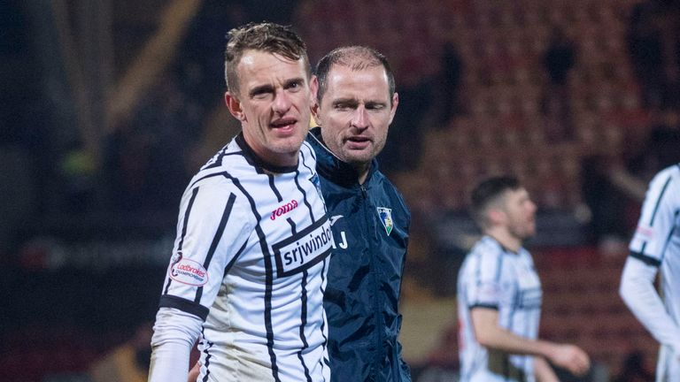 Dunfermline's Dean Shiels with manager Allan Johnston after the win over Falkirk