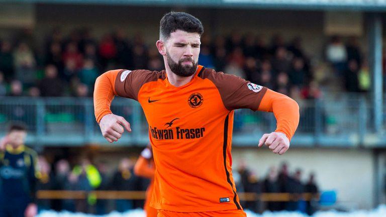 Dundee Utd's Mark Durnan celebrates his goal