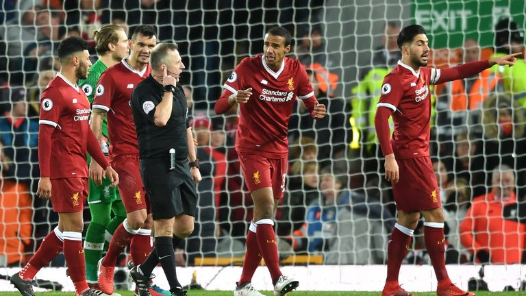 Joel Matip argues with Moss after the awarding of the second Spurs penalty