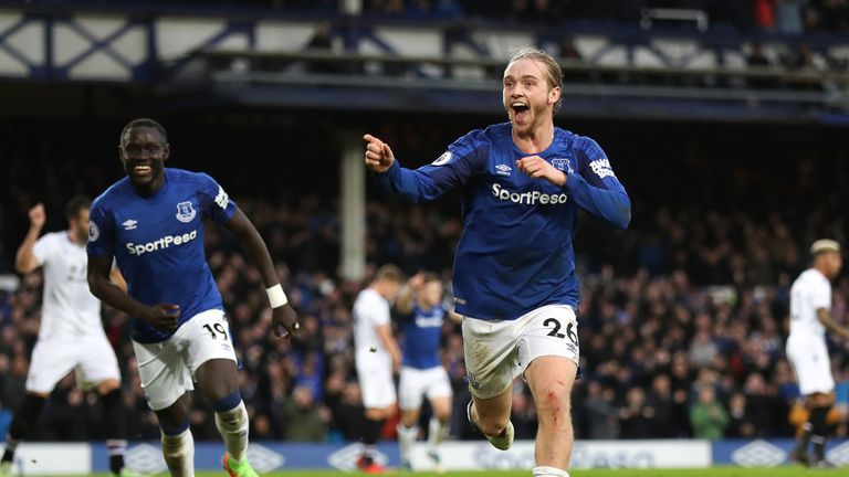 Tom Davies made it 3-0 with a smart close-range finish
