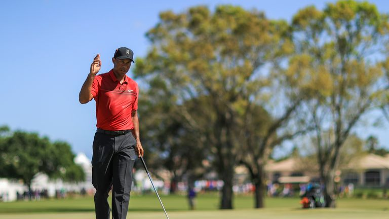 Tiger Woods briefly grabs lead at Valspar
