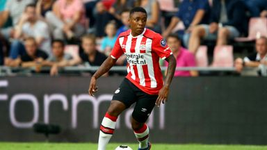 Steven Bergwijn scored in both halves as PSV recorded a seventh consecutive win