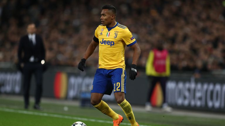 Alex Sandro could be staying in Italy