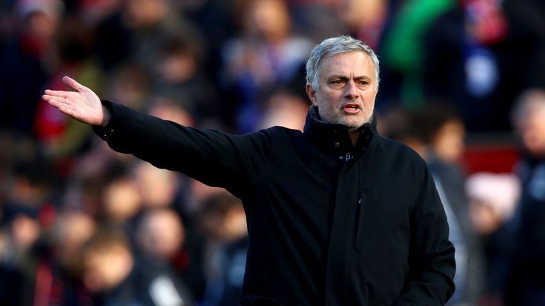 Man Utd's midfielder to retire at end of the season