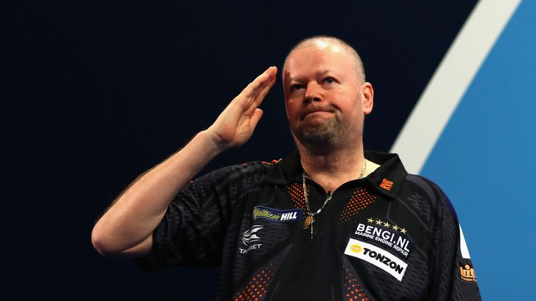 Raymond van Barneveld struggled to see at the UK Open