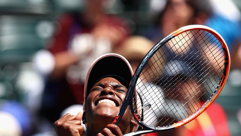 Sloane Stephens crushes Angelique Kerber to reach Miami Open semi-finals