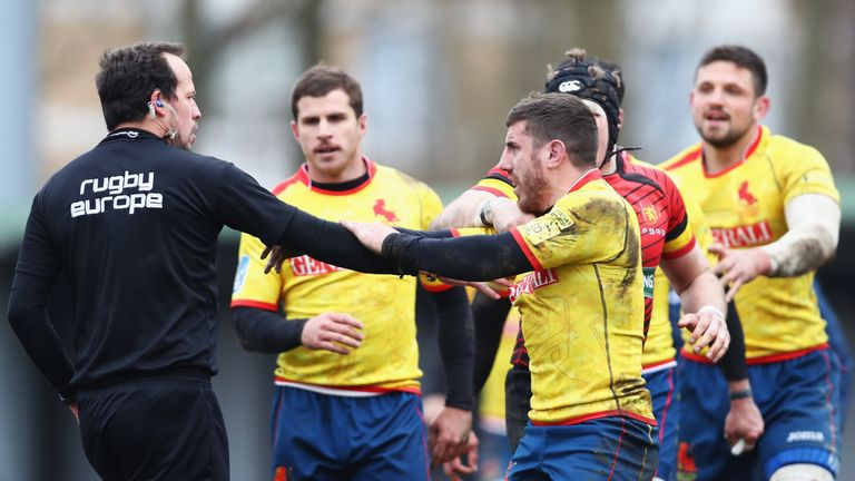 Spanish players angrily confront Romanian referee after Rugby World Cup qualification defeat
