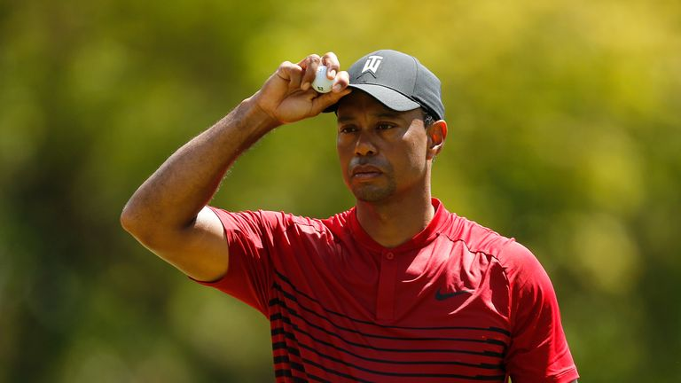 Woods stays in contention as Connors remains in the lead