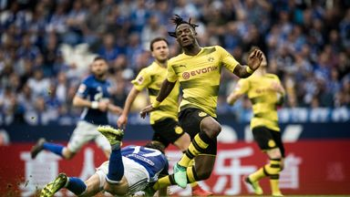 fifa live scores - Chelsea's Michy Batshuayi stretchered off for Dortmund amid reports of broken ankle