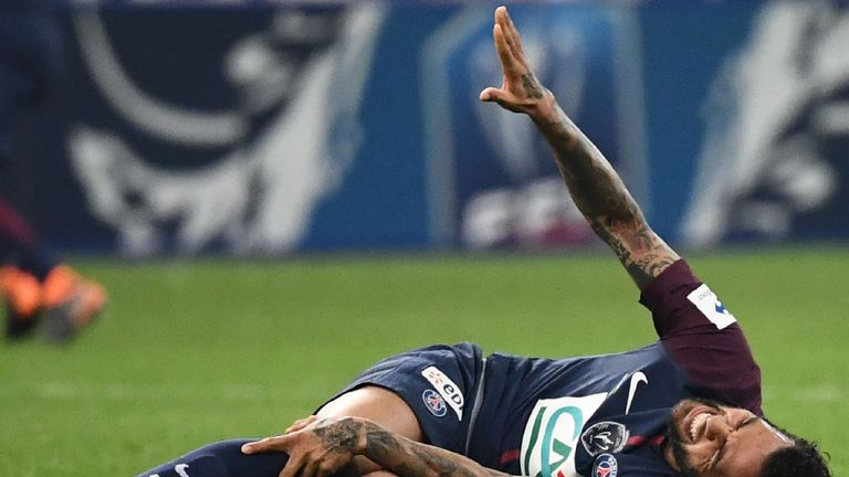 Dani Alves injured his knee while on club duty with Paris Saint-Germain
