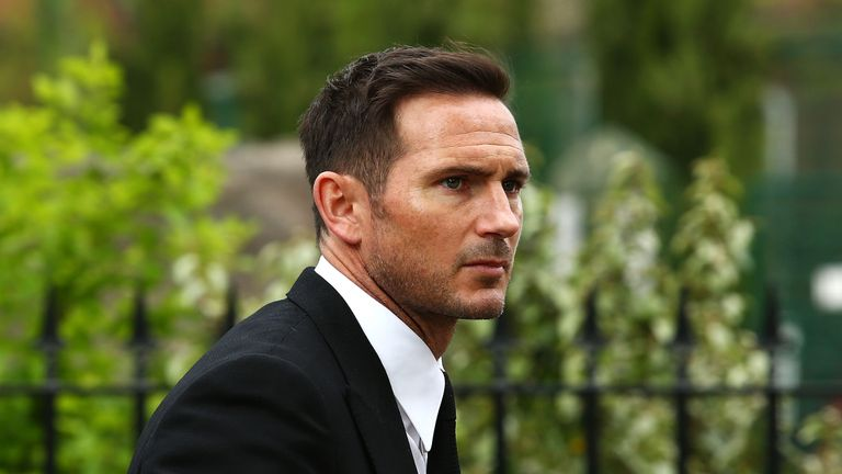 Ex-Chelsea midfielder Frank Lampard confirms talks over Derby job