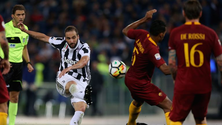 Gonzalo Higuain takes aim during the stalemate