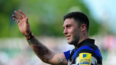Matt Banahan saluting the crowd after his final game for Bath