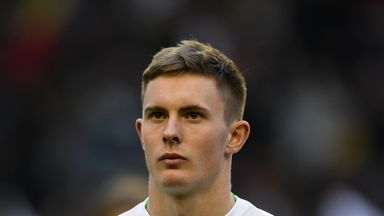 fifa live scores - Manchester United goalkeeper Dean Henderson signs new two-year deal