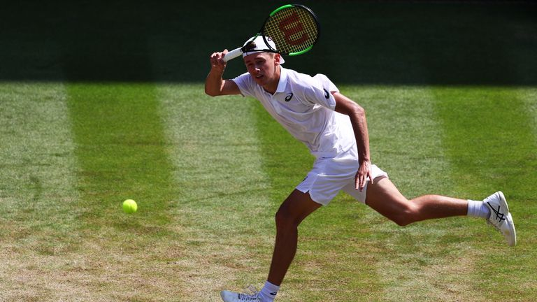 Hsieh Su-Wei beats No. 1 Simona Halep at Wimbledon