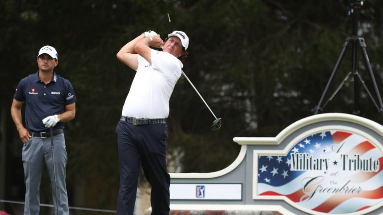 Raleigh native Simpson fires 61, leads at The Greenbrier