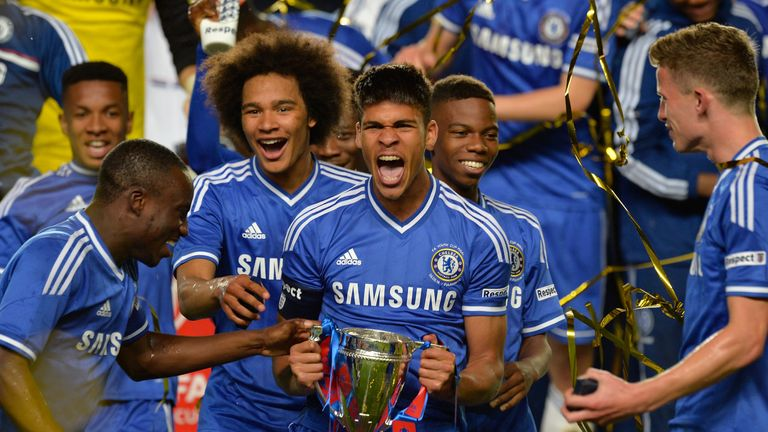 Chelsea Starlet Counting on Legend's Advice to Learn 'Sarri-Ball'