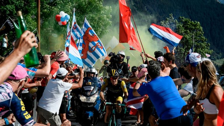 Omar Fraile wins stage 14 as Geraint Thomas stays in yellow