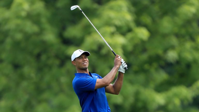 Tiger Woods in position to strike despite another subpar round at Bridgestone