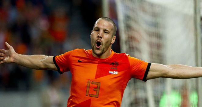 Ron Vlaar: In England for talks