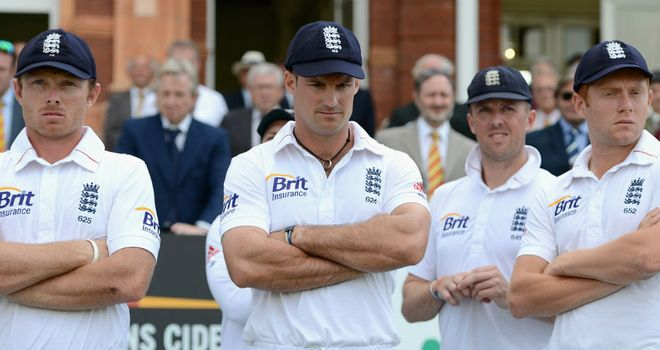 Andrew Strauss (C) watches on as South Africa steal England's number one Test ranking with a series win in 2012