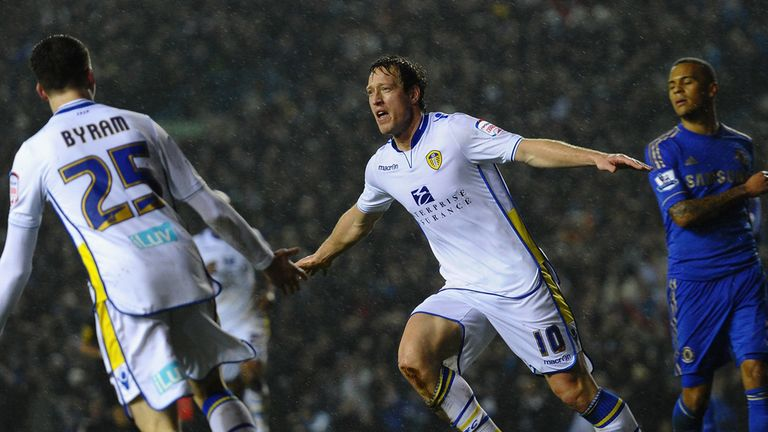 Luciano Becchio: Rejoins Leeds team-mates at Carrow Road
