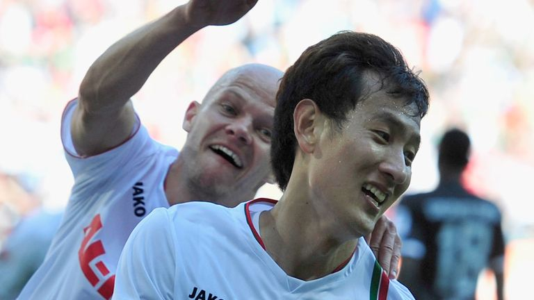 Dong Won Ji found the net for Augsburg