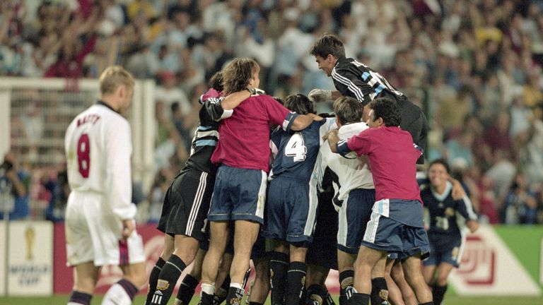 David Batty trudges back to the centre circle after missing from the spot against Argentina at the 1998 World Cup