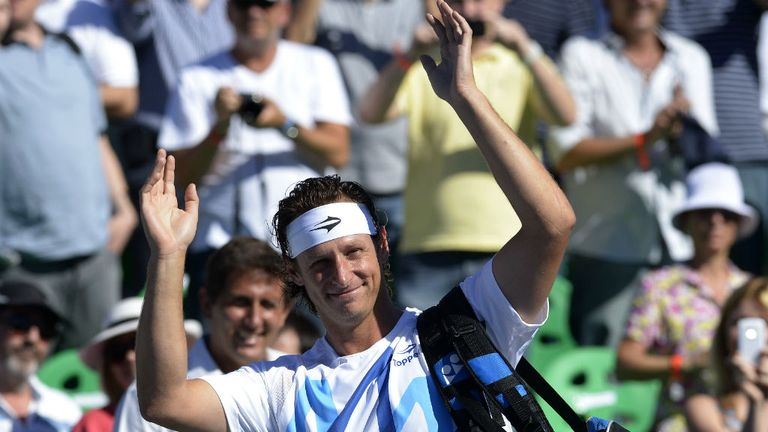 David Nalbandian: Waves goodbye to a crowd of almost 10,000 in Buenos Aires