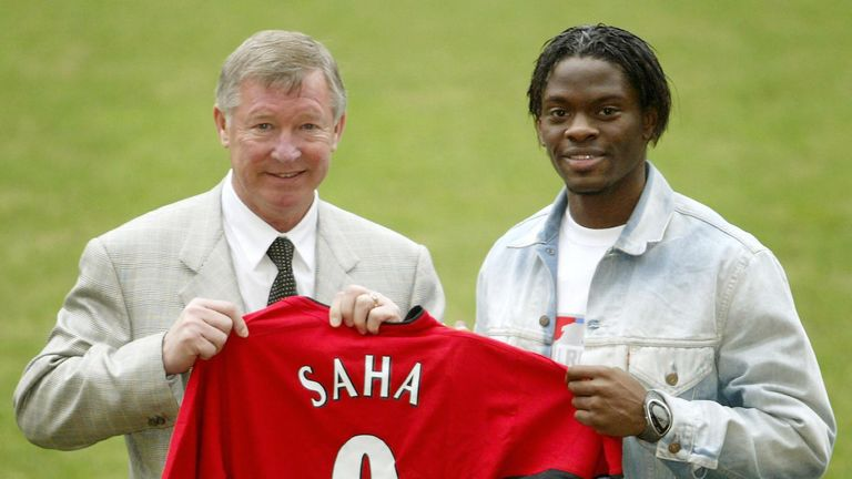 Manchester United new signing Louis Saha with manager Sir Alex Ferguson after arriving from Fulham