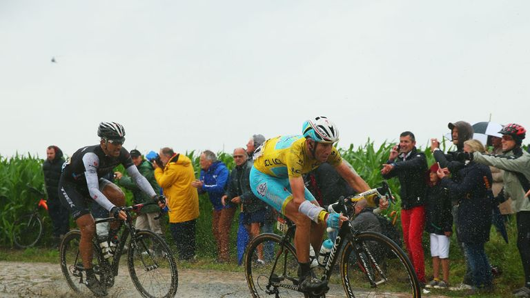 Nibali surprisingly dropped Fabian Cancellara on the cobbles