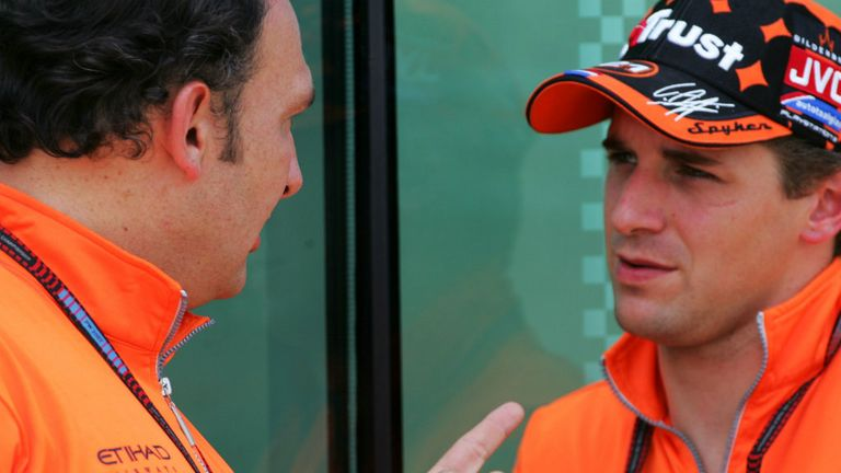 Colin Kolles with Christijan Albers at Spyker in 2007