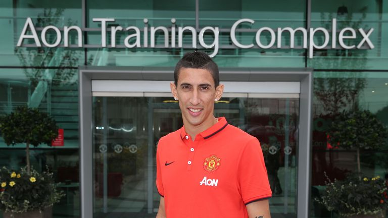 Angel di Maria signs for Manchester United