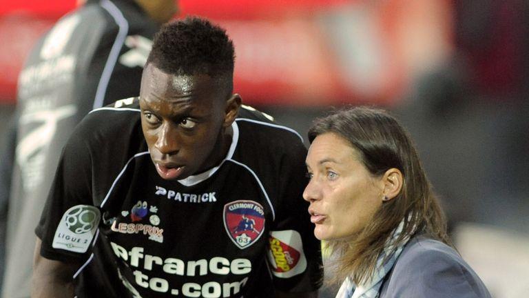 Ex-Clermont boss Diacre talks to midfielder Brandon Agounon during a game