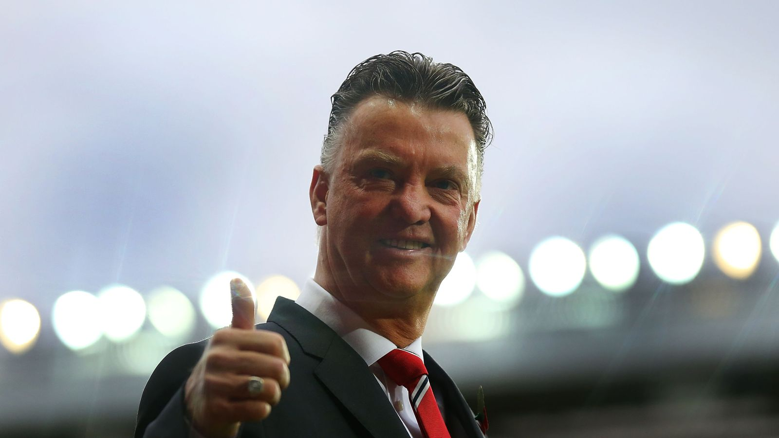 Louis Van Gaal Should Not Be Sacked By Manchester United