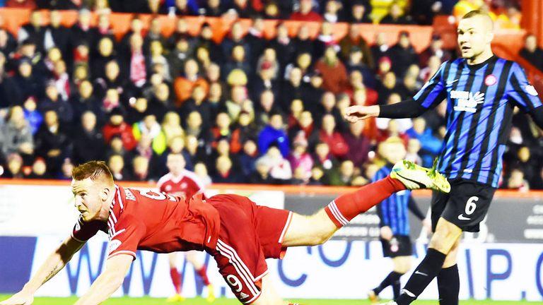 Adam Rooney scores the vital goal as Aberdeen beat Hamilton