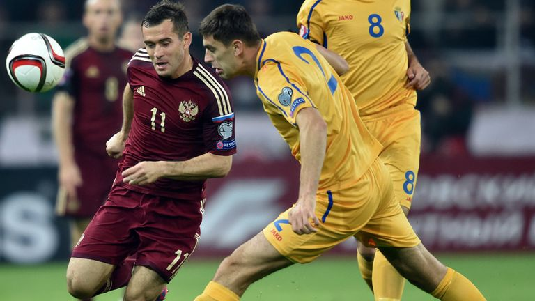 Aleksandr Kerzhakov: Russia forward battles with Artur Ionita